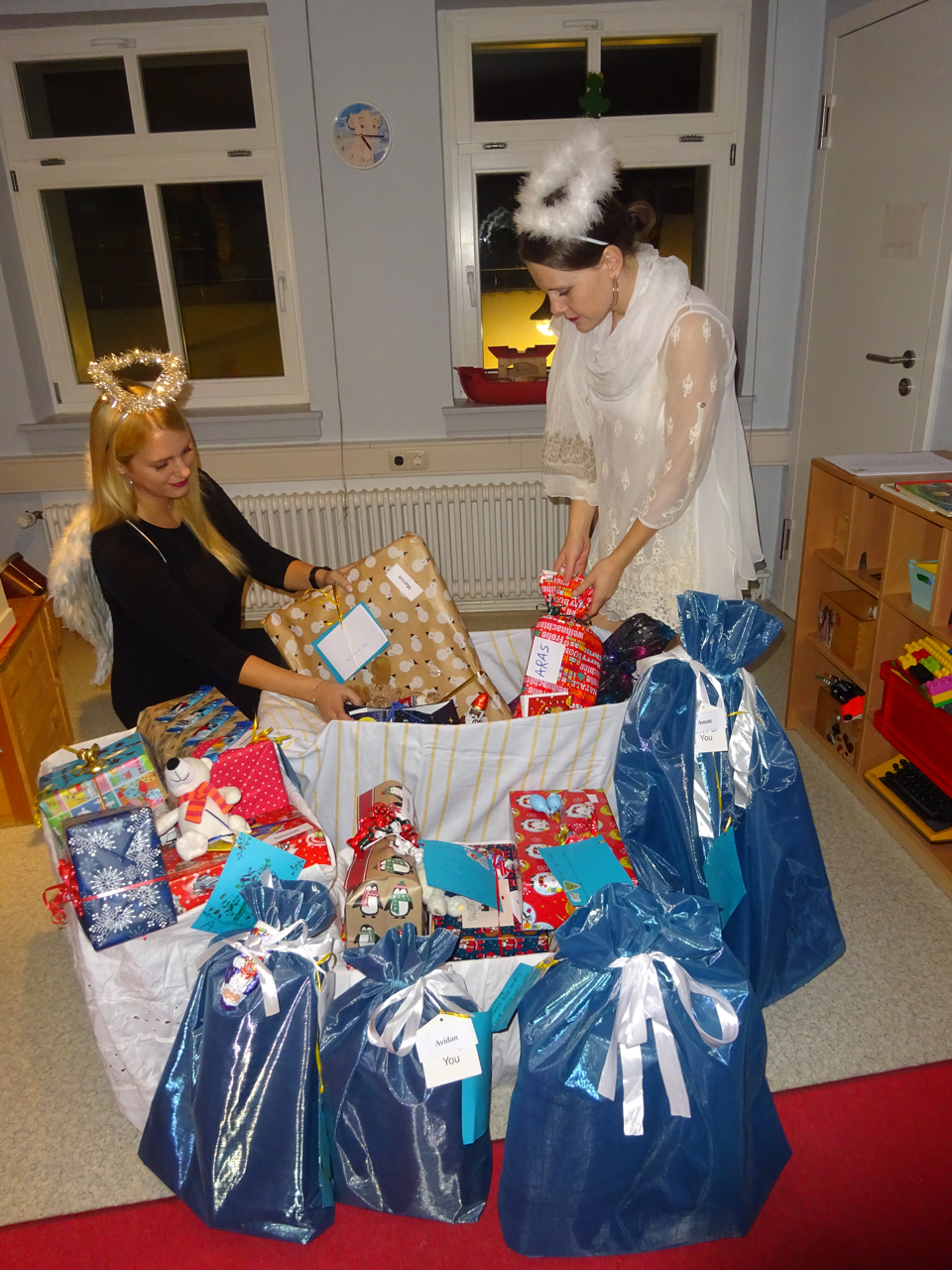 Social engagement at our Christmas wish list initiative for the Frankfurt women's refuge.