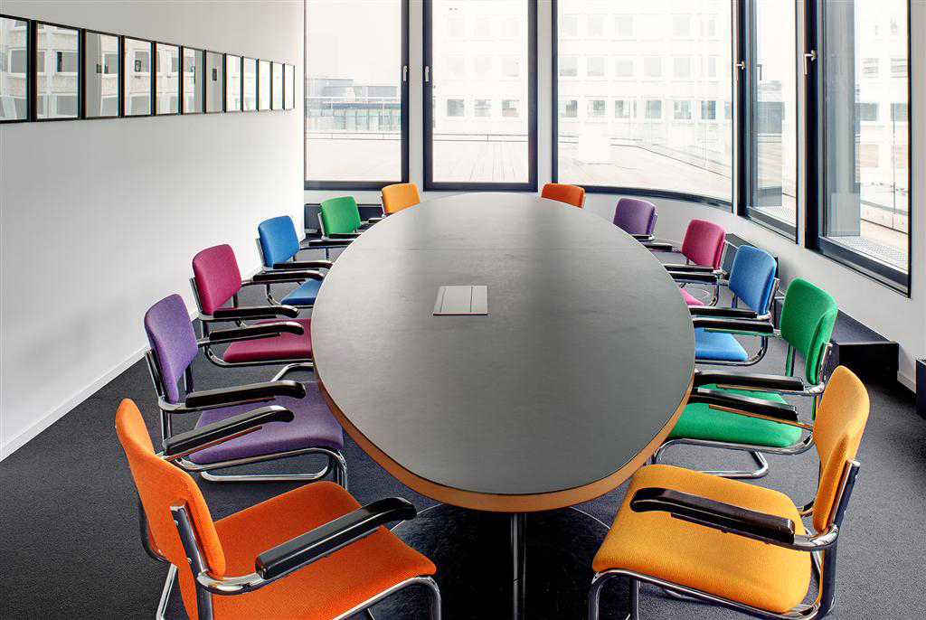 Colorful interior for a modern working environment in Hamburg.