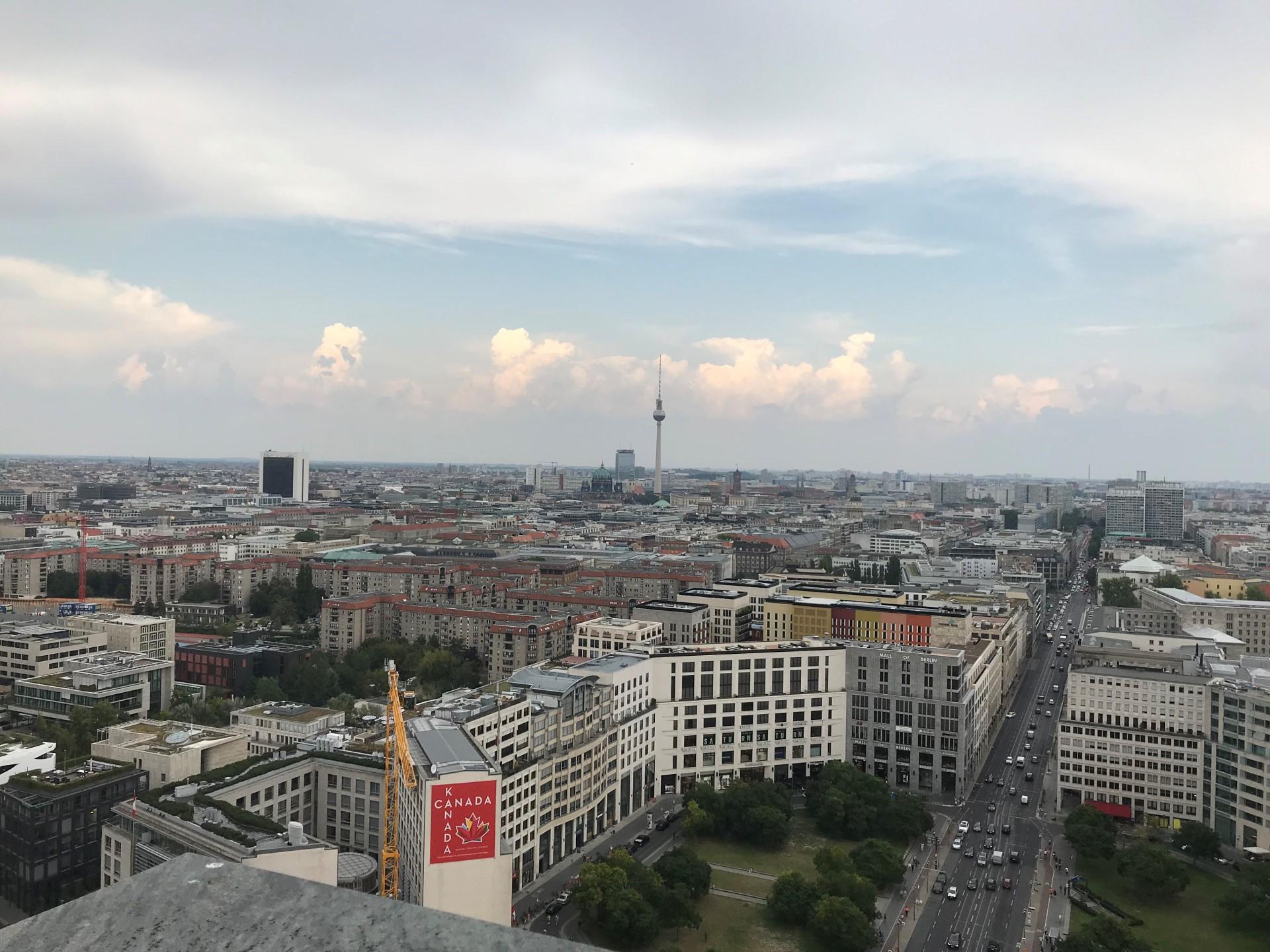 Blick auf Berlin von der Dachterrasse unseres Berliner Büros.
