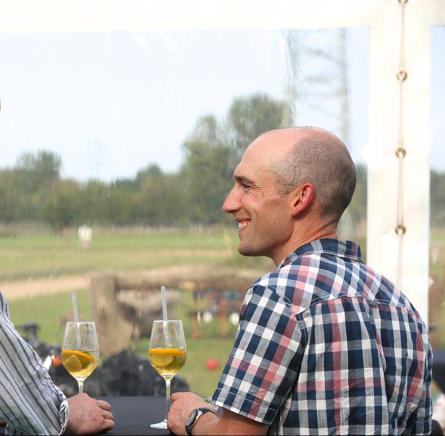 Gespräche unter KollegInnen beim Frankfurter Sommerfest.